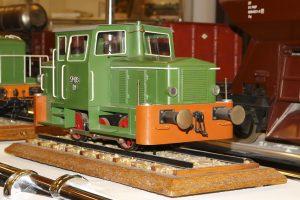 Model lokomotywy spalinowej SM03.