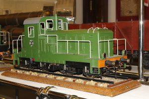 Model lokomotywy spalinowej SM30.