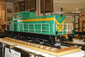 Model lokomotywy spalinowej SM42.