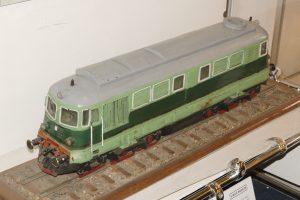 Model lokomotywy spalinowej ST43.