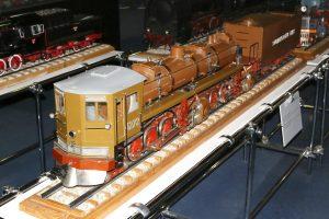 Model amerykańskiego parowozu opalanego mazutem.