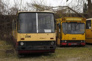 Przeznaczone do kasacji - Jecz M11 #2904 oraz Ikarus 280 #2096.