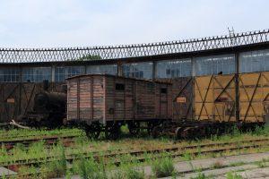 Dwuosiowy wagon kryty i parowóz TKi3-137.